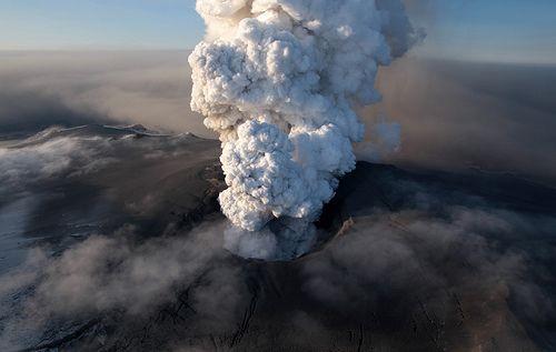 Volcanic plume iceland - White